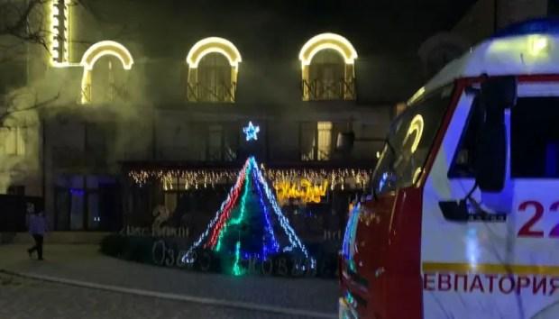 Утренний пожар в Евпатории: ЧП в СПА-комплексе - эвакуированы 55 человек