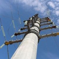 В Крыму установили уникальную опору ЛЭП высотой… 36 метров