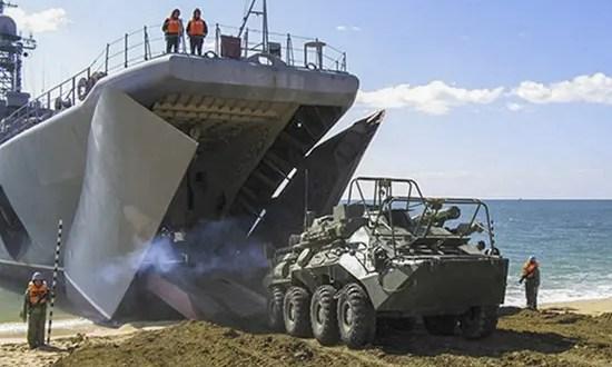 Морские пехотинцы ЧФ провели тренировку по погрузке техники и личного состава на большой десантный корабль