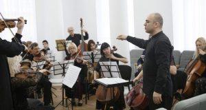 Санкции? В Крымском медколледже - концерт с участием американского дирижера
