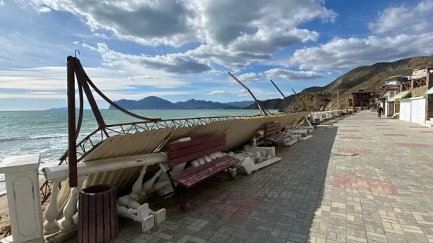 Сильный ветер натворил бед в Феодосии и окрестностях