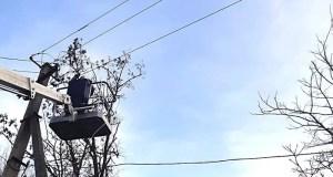 Последствия непогоды: энергетики Симферопольского района устранили более 60 повреждений на линиях