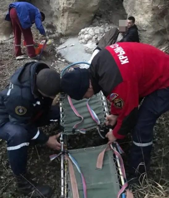 В Крыму мужчина сорвался с 15-метровой скалы