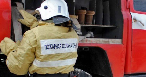 Горят хозпостройки в Крыму и горят. Пожар в Симферопольском районе