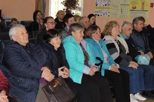 Как «Доброволец» накануне 8 Марта женщин поздравлял
