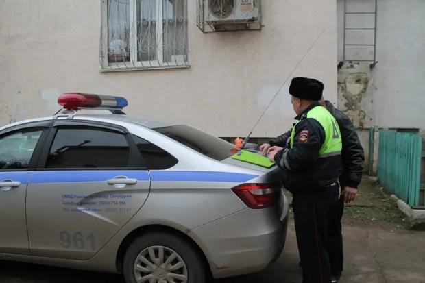 В Евпатории сотрудники ГИБДД изъяли у водителя наркотические вещества