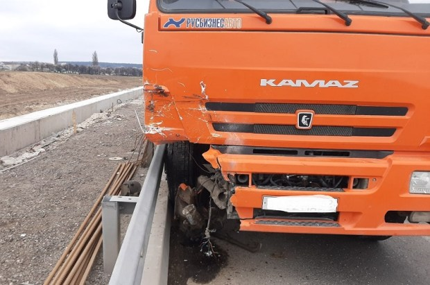 Утреннее ДТП на трассе «Таврида»: погиб водитель ВАЗа