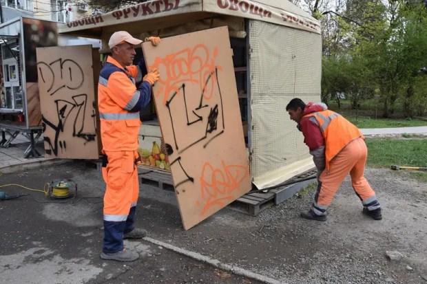 В Симферополе сносят незаконные ларьки и торговые точки