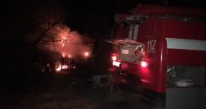 И снова деревянная хозпостройка. Вечерний пожар в Бахчисарайском районе