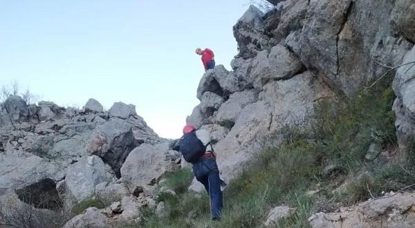 В п. Форос со скалы снимали мужчину
