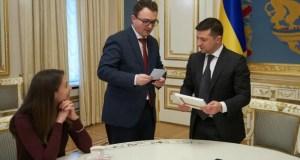 Украинские власти грозят иностранцам и запрещают приезжать в Крым