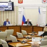 В Крыму обсудили перспективы начала курортного сезона. Предложения направили в Кабмин РФ