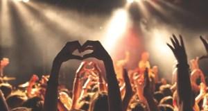 """Концерты с участием """"звёзд"""" эстрады, праздники и путешествия - россияне соскучились по ярким событиям"""