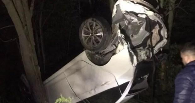 ДТП в Симферопольском районе: «Hyundai» вылетел с дороги и… застрял в деревьях