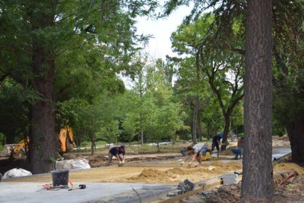 В Екатерининском саду в Симферополе идёт капремонт. Говорят - по графику