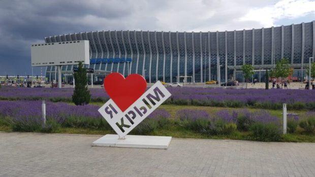 """В аэропорту """"Симферополь"""" - лавандовое море"""