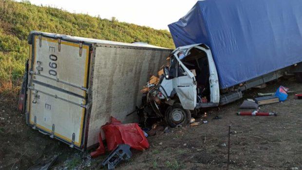 """ДТП на трассе """"Таврида"""": столкнулись грузовики. Пострадавшего деблокировали"""