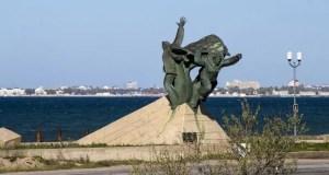 7 июня - 50 лет памятнику евпаторийскому десанту. Мы сохранили ваше знамя!
