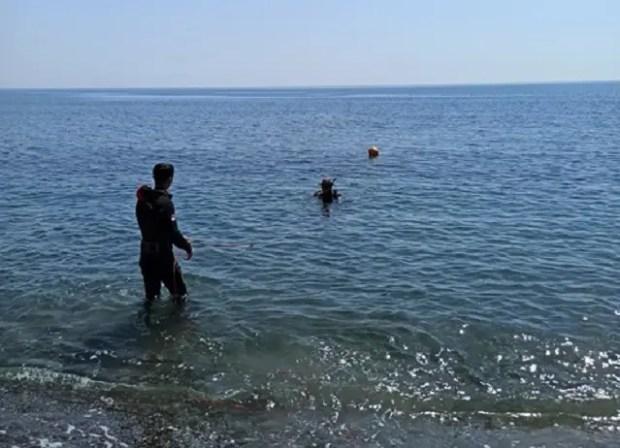 «КРЫМ-СПАС» продолжает обследовать и очищать акватории морских пляжей