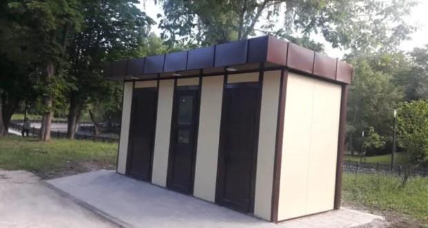 В Симферополе монтируют уличные туалеты