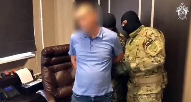 Дичь какая-то: в Евпатории уволенный и осужденный чиновник… снова попался, причем на рабочем месте