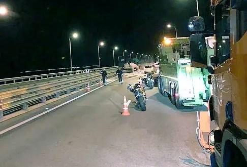ДТП на Крымском мосту: столкнулись две фуры