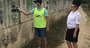 """В Севастополе правоохранители и общественники устроили акцию """"Чистые стены"""""""