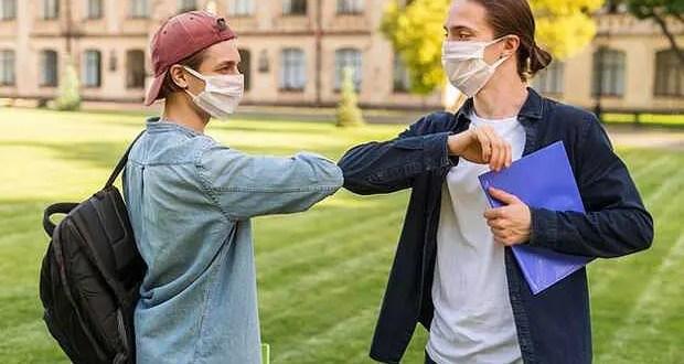Для российских студентов ношение масок в новом учебном году станет обязательным требованием