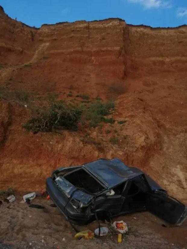 В Бахчисарайском районе Крыма автомобиль свалился с обрыва на пляж