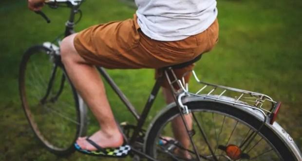"""Плевать на вас! В Евпатории под """"горячую руку"""" велосипедиста попал водитель авто и инспектор ДПС"""