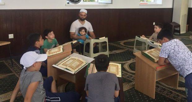 В городе Саки открыли мусульманский лагерь для мальчиков
