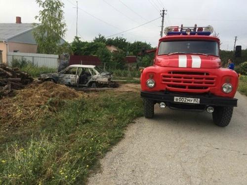 Очередной автопожар в Крыму: в Нижнегорском районе сгорел ВАЗ 2115