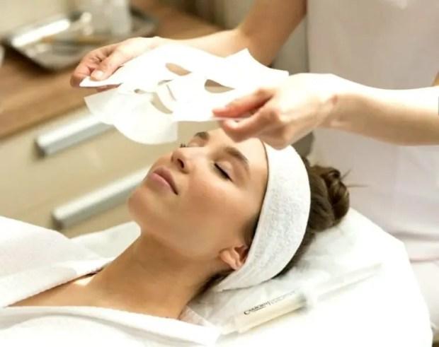 Современный путь к красоте: альгинатная маска, экспресс-лифтинг и карбокситерапия вместо молодильных яблок