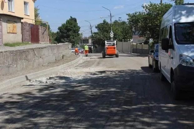 На одной из реконструируемых улиц в Симферополе нашли подземные воды