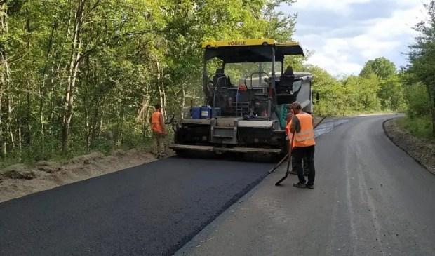 Продолжаются ремонтные работы на автомобильной дороге «Белогорск – Приветное»