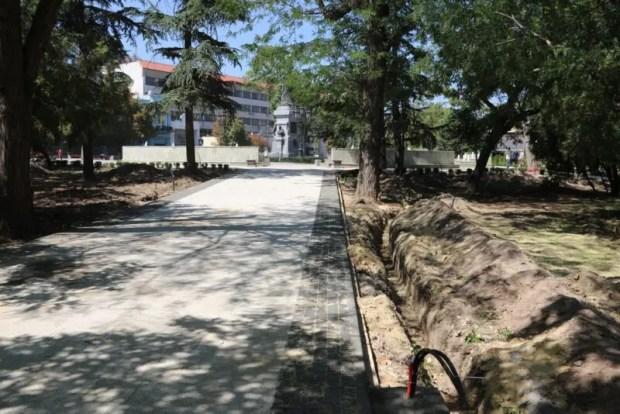 Работы в Екатерининском саду в Симферополе идут по графику