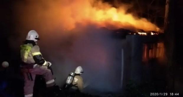 Ночной пожар в крымском селе Семисотка