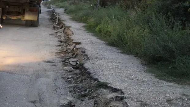 Дорогу от Песчаного до Почтового в Крыму ремонтируют круглосуточно