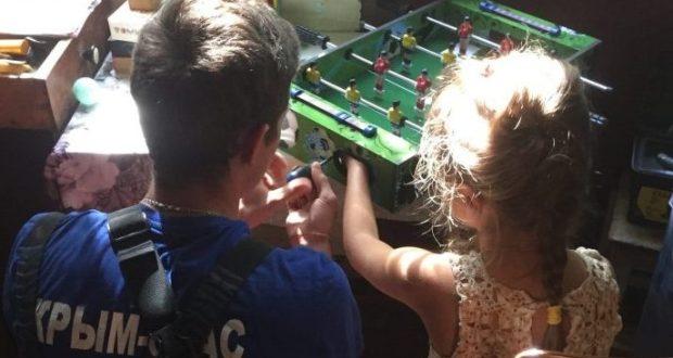 Что объединяет девочку, настольный футбол и спасателей? В Крыму теперь знают
