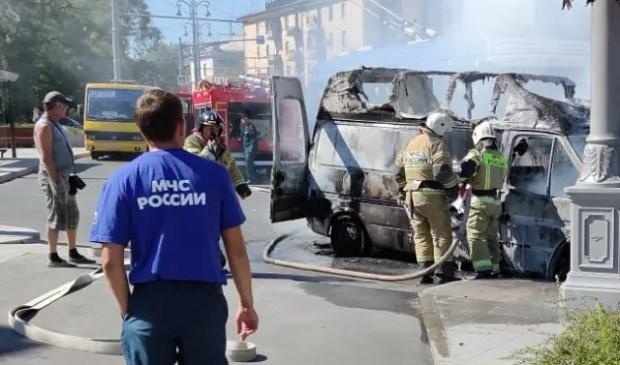 Автопожар в Севастополе. В центре города сгорел грузовой микроавтобус