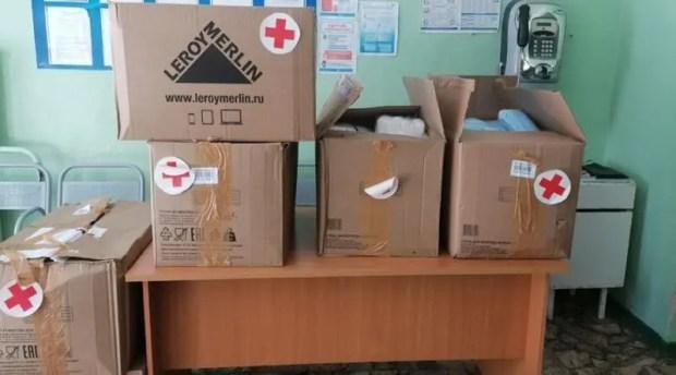 «Красный крест» доставил в «ковидный» госпиталь Симферополя тесты на коронавирус и средства защиты