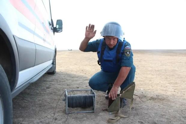 Крымские спасатели продолжают работы по разминированию теплохода «Жан Жорес»