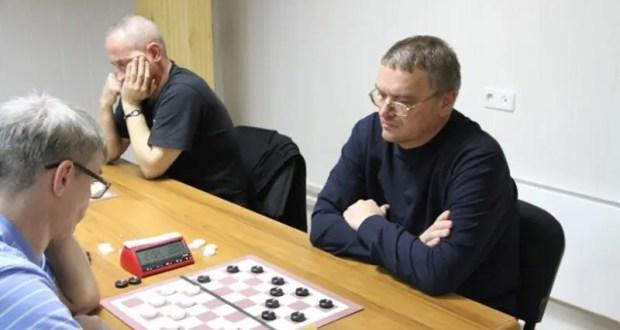 "Семён Озеров из Симферополя взял ""бронзу"" онлайн-турнира по шашкам"