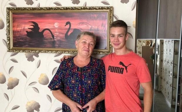 «Доброволец», «Здоровые силы Севастополя» и «Единая Россия» провели акцию ко Дню учителя