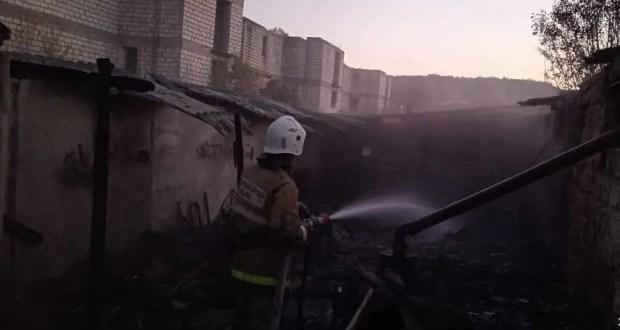 Пожар в Бахчисарайском районе - горевшая хозпостройка угрожала жилому дому