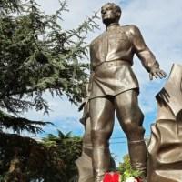 В Симферополе открыли памятник дважды Герою Советского Союза Амет-Хану Султану