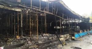 В Феодосии пожар уничтожил семь торговых объектов и кафе