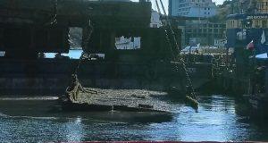 В Севастополе в Балаклавской бухте поднимают затонувшие причал и судно. По иску прокуратуры