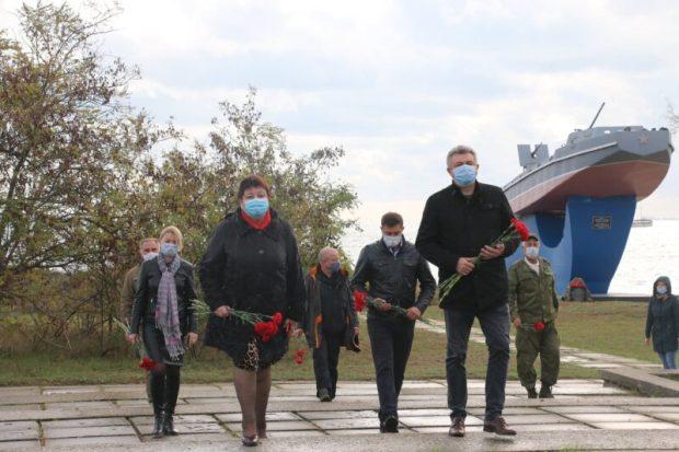 77 лет Керченско-Эльтигенской десантной операции. В Керчи почтили память воинов-десантников