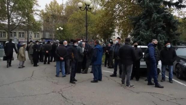 Зачем к зданию Совмина Крыма приходили сторонники, друзья и родственники осужденных «хизбов»
